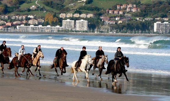seminaire pays-basque biarritz team building incentive golf sport plein air randonnee plage agence evenementielle pays basque erronda cyclisme bubble foot-3