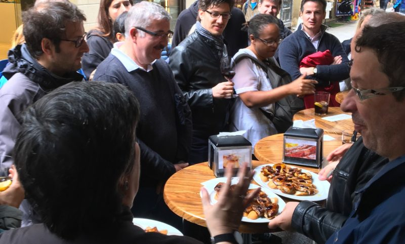seminaire team building tapas-pintxos rallye tapas parte vieja san sebastian incentive bilbao pampelune-logrono-gastronomique culinaire agence evenementielle pays basque erronda