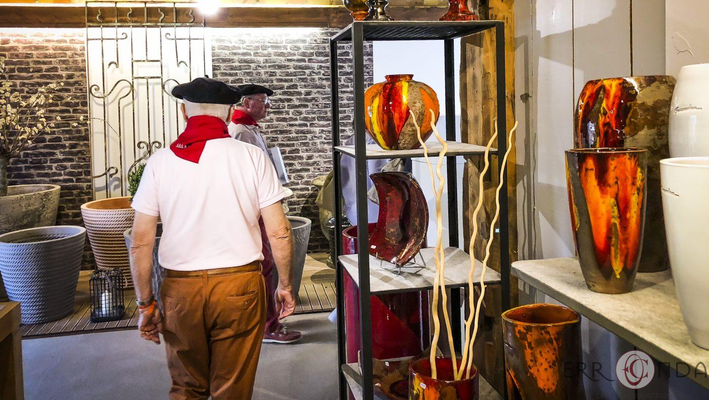Photographie incentive journee decouverte pays basque voyage visite atelier vases poteries producteur nature agence evenementielle saint jean de luz erronda