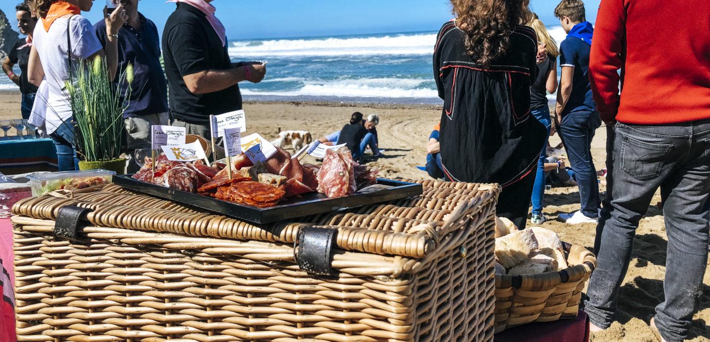 Pique-nique gastronomique plage nature agence événementielle réceptive voyage pays basque erronda séminaire team building event