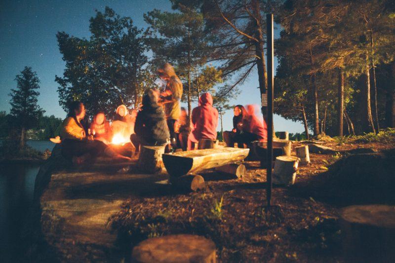 agence événementielle réceptive voyage pays basque erronda séminaire team building event detox digital technologie reconnexion nature bivouac feu de camp